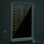 Смотрим изнутри - на улице (темно), внутри помещения (темно)