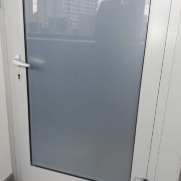 Тонировка двери пленкой матовой