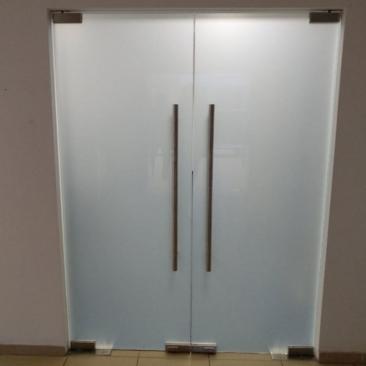 Тонировка стекол дверей матовой пленкой