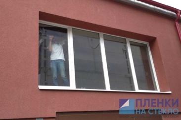 Атермальная тонировка окна защищает помещение от нагревания