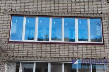 Светло голубая атермальная тонировка на стекла балкона