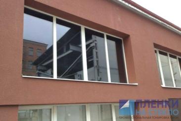 При больших объемах и площадях, тонировка стекла становится недорогой
