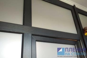 Вид пленок для тонировки стекол окна (на фото матовый) - может быть различный