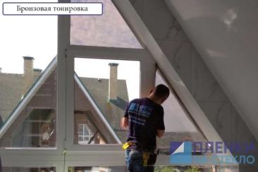 Процесс, оклейка стекла в доме